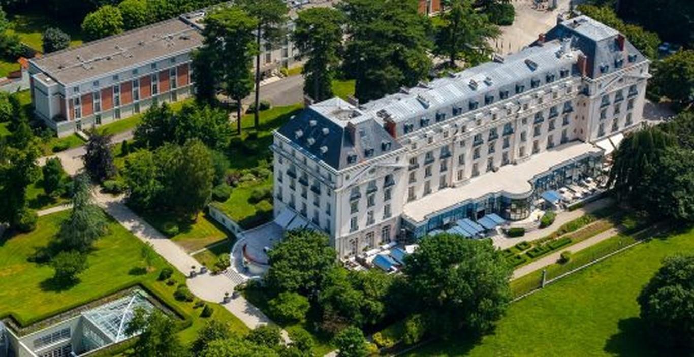 Le trianon palace versailles expose l artiste charles serruya framboisemood - Hotel trianon versailles ...