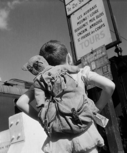 Vincent sur la route des vacances, 1946 © Willy Ronis (Copier).jpg