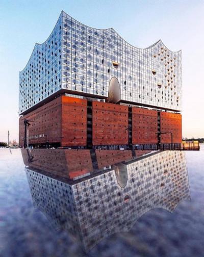 Elbphilharmonie, Hamburg, Germany by J. Herzog & P. de Meuron (Copier)
